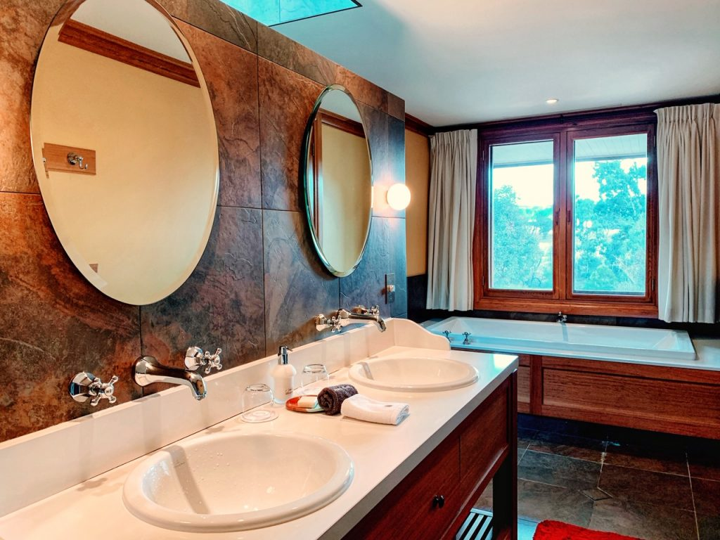 The sinks and bathtub in a villa at Emirates One&Only Wolgan Valley