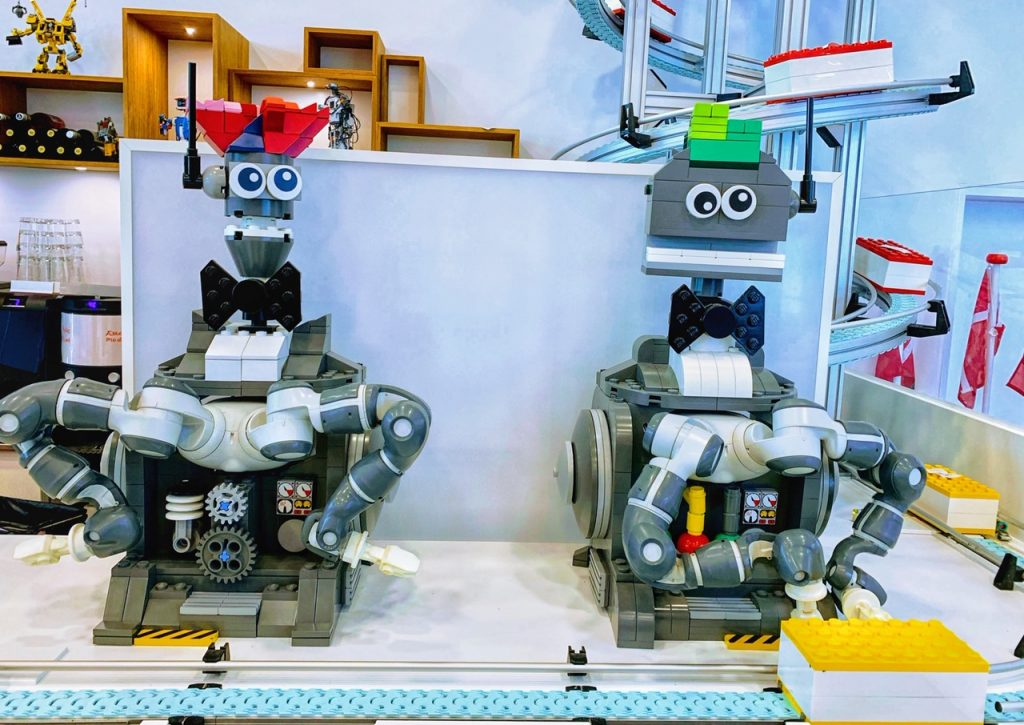 Two LEGO robots delivering lunch at the MIN Chef restaurant at LEGO House in Denmark